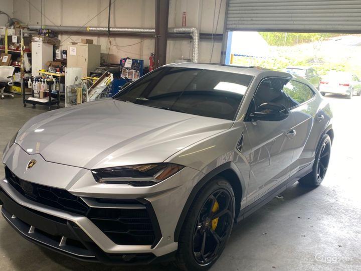 Fully Loaded Lamborghini Urus Photo 3