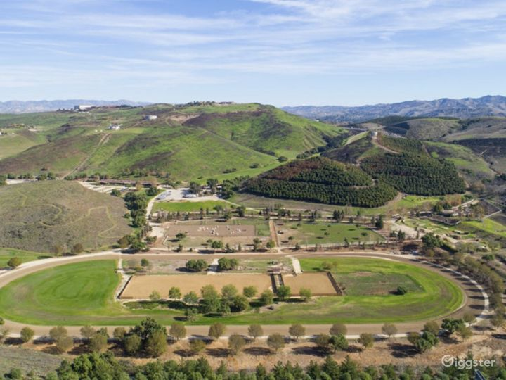 215 acre ranch, multiple homes, unlimited space