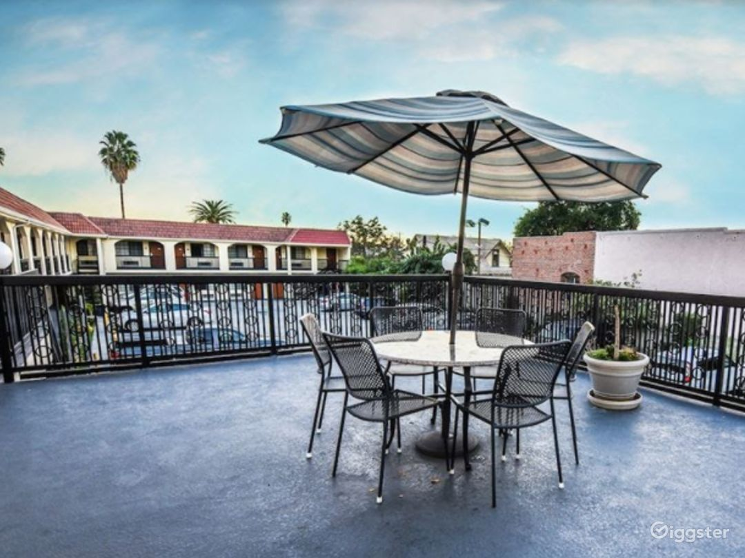 Amazing Terrace and Parking Lot for you Photo 1
