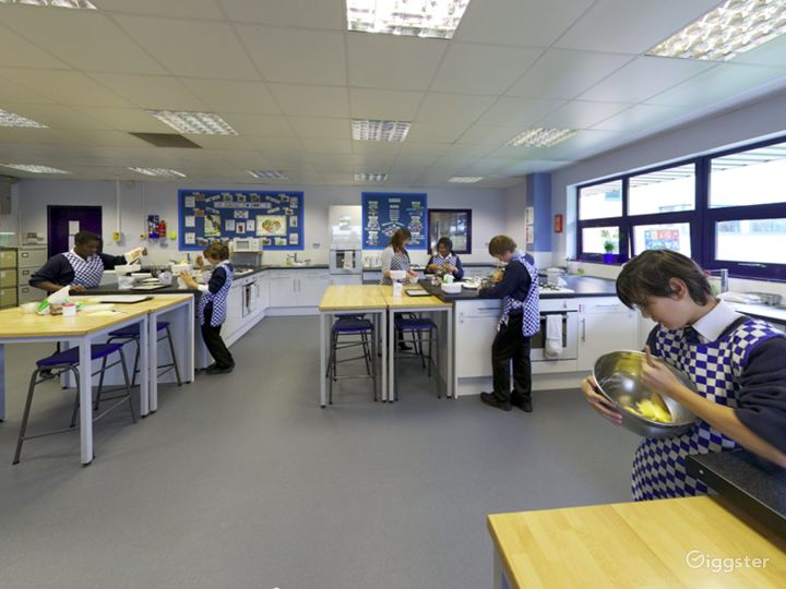 Bright and Modern Catering Classroom in London Photo 5