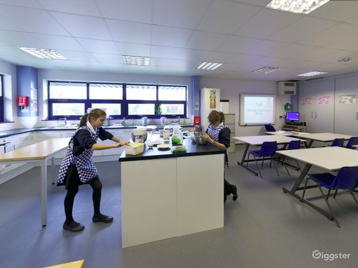 Bright and Modern Catering Classroom in London Photo 2