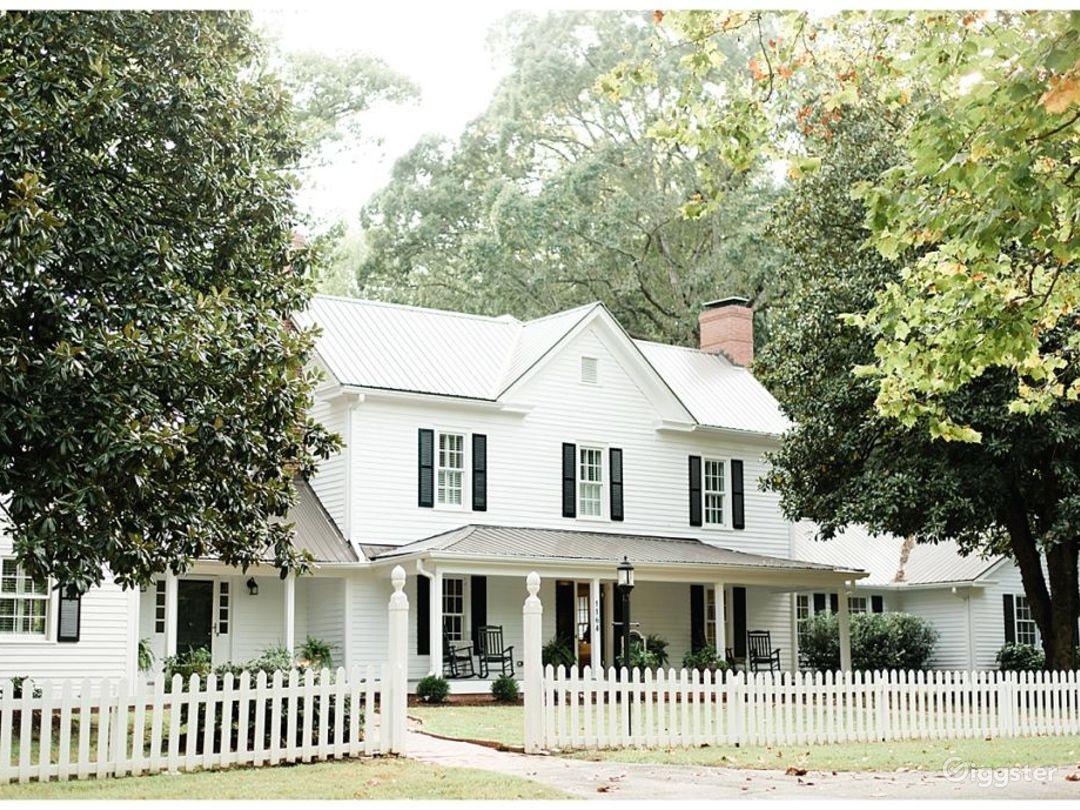 Historic Remodeled Farmhouse on 10 acres of Oaks Photo 1