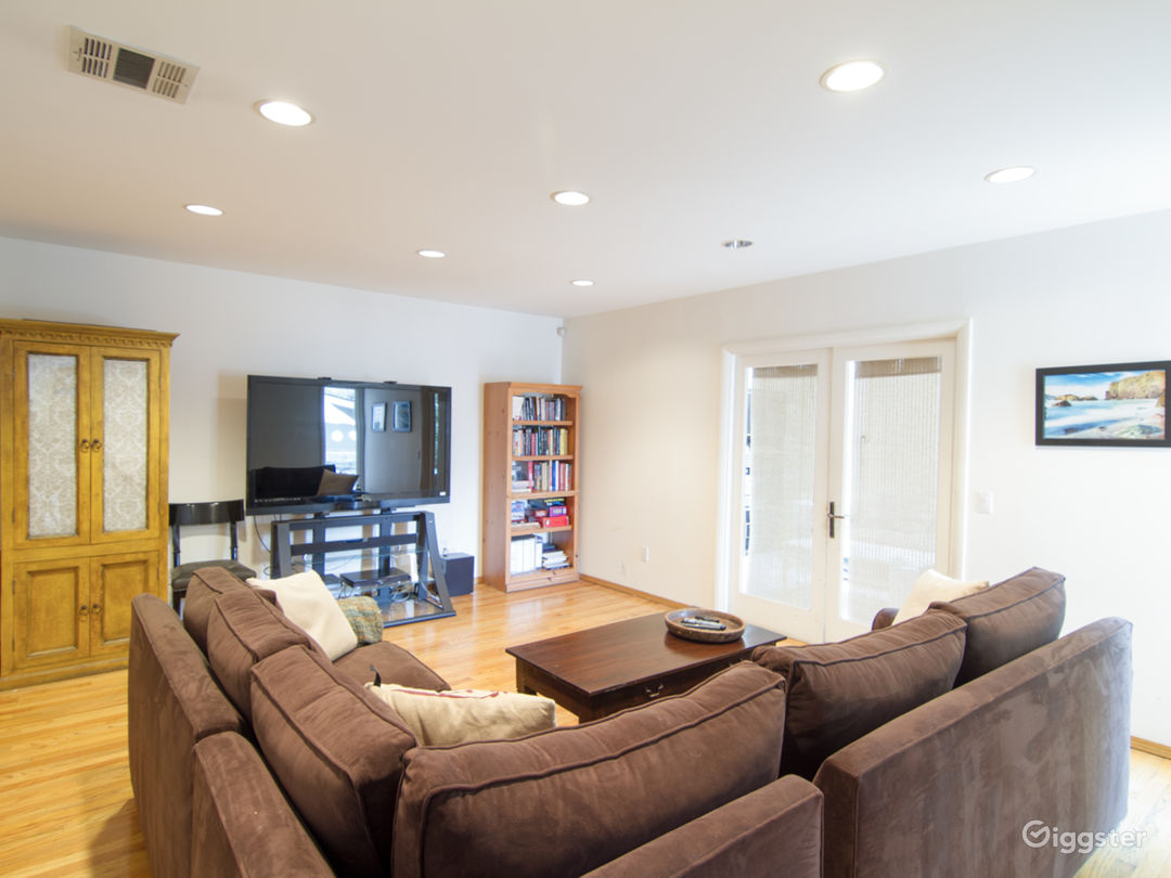 Lovely Home in Studio City on Tree Lined Street Photo 5