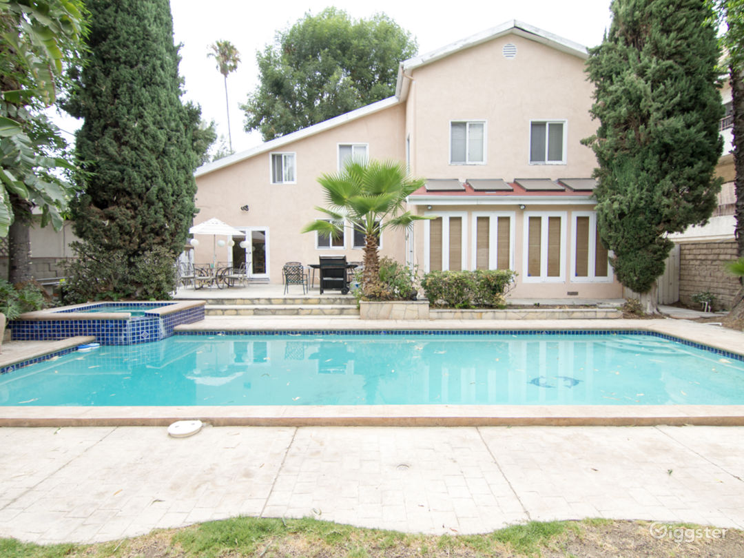 Lovely Home in Studio City on Tree Lined Street Photo 2