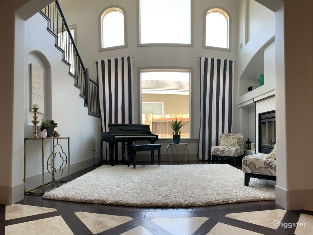 Living room Mini grand piano