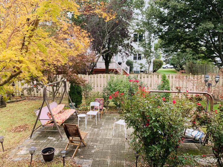 Sunny beautiful House with backyard Photo 4