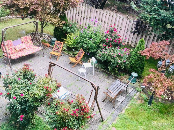 Sunny beautiful House with backyard Photo 3