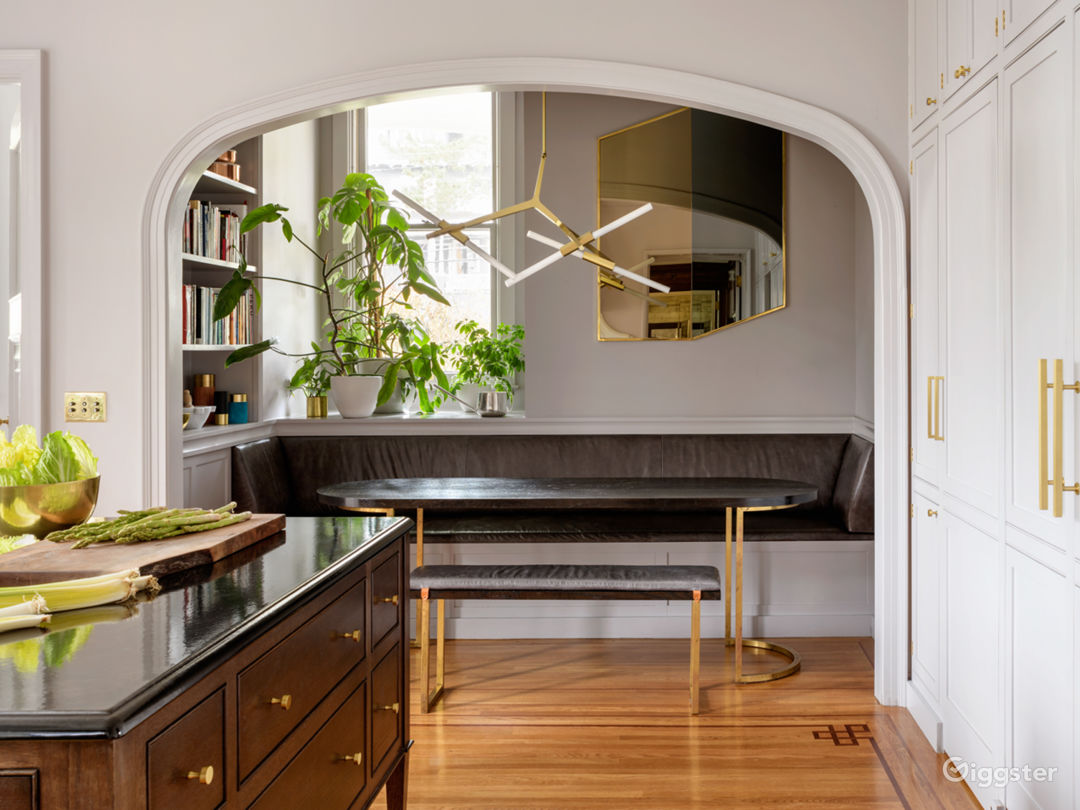 Eating nook in kitchen