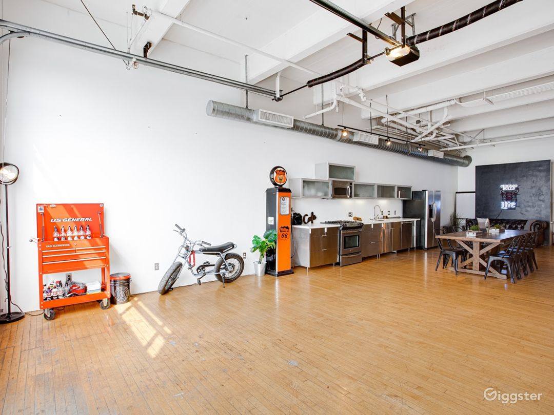 The dream garage. Production studio/creative space Photo 3