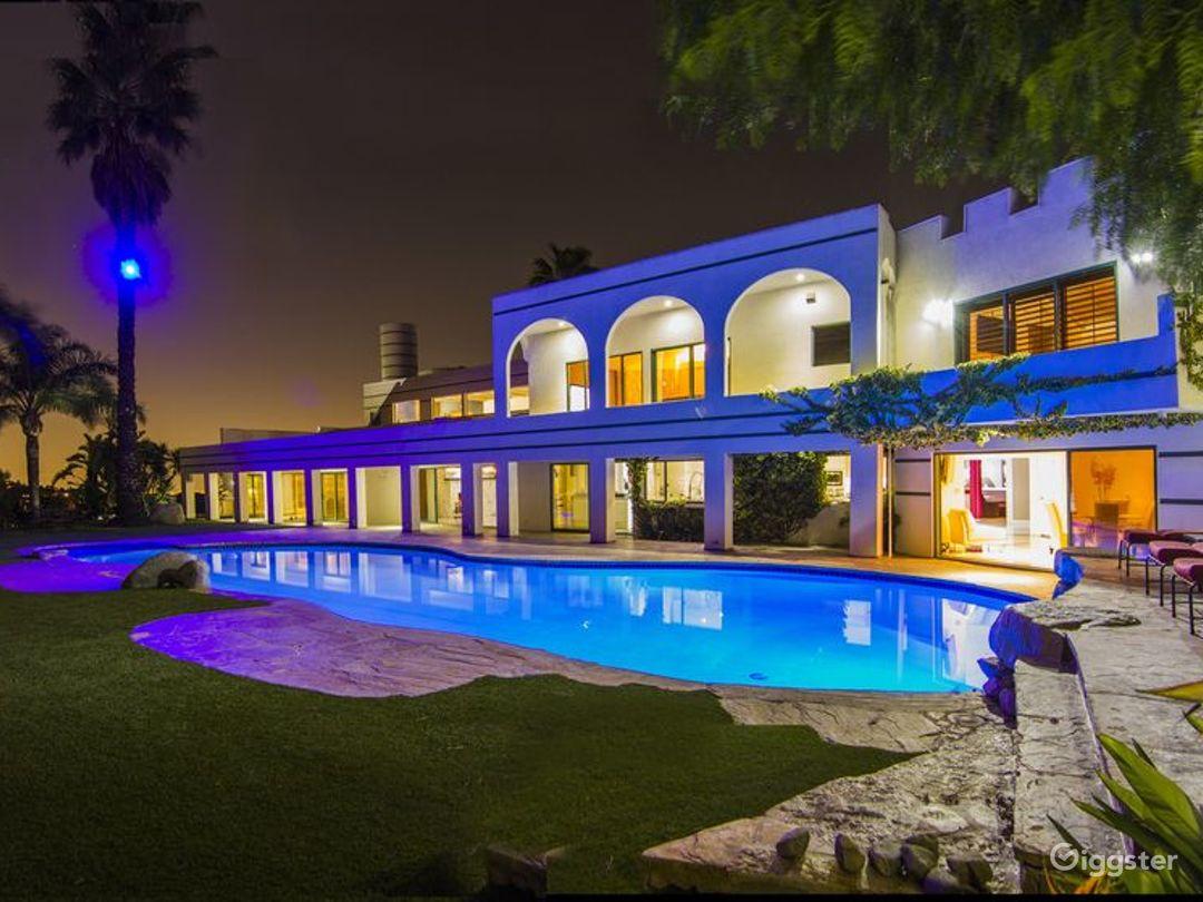 Private Mega Mansion Photo 3