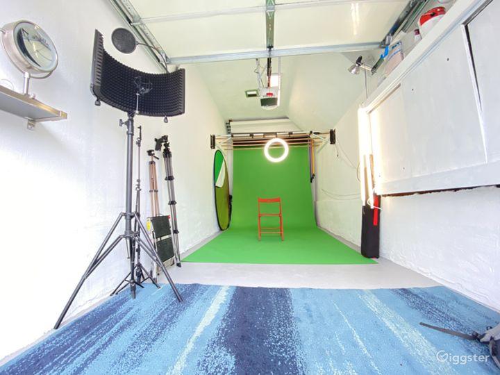 SF Photo Studio: White Walls, Lights & Backdrops