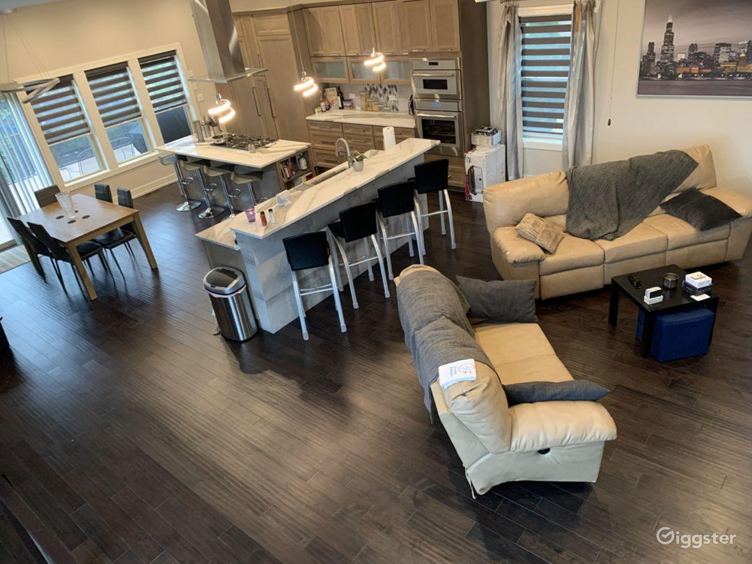 Modern Gourmet kitchen & open concept home Photo 1