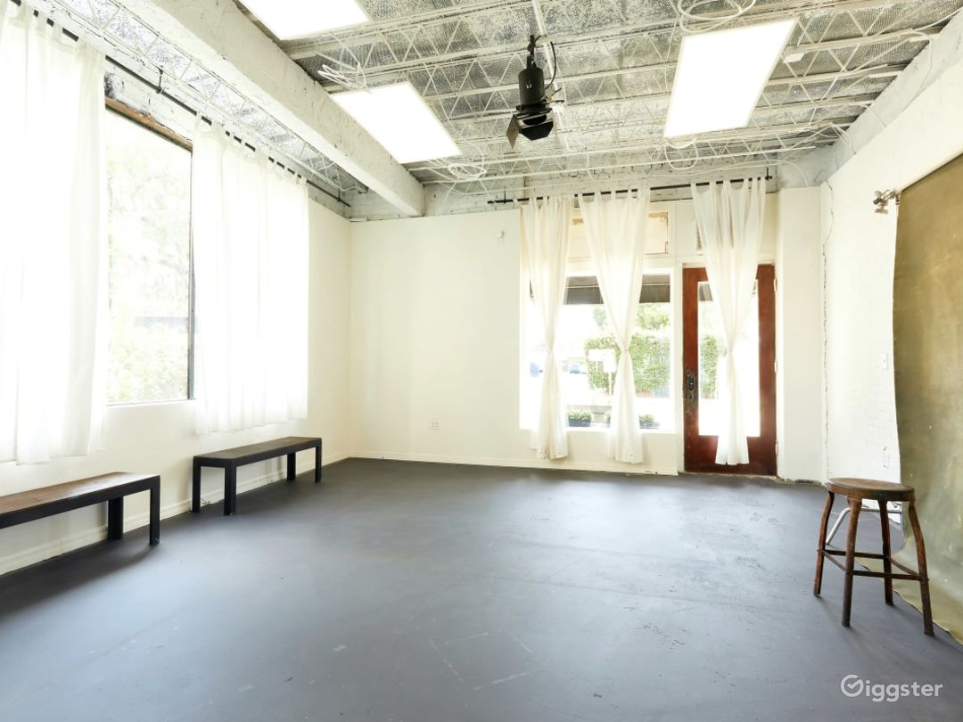 Natural Lit Studio with Cyclorama Wall in Orlando Photo 1