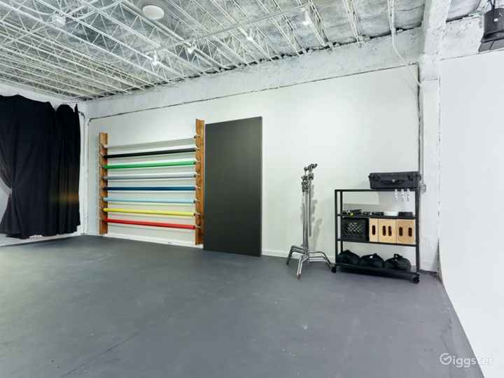 Natural Lit Studio with Cyclorama Wall in Orlando Photo 5