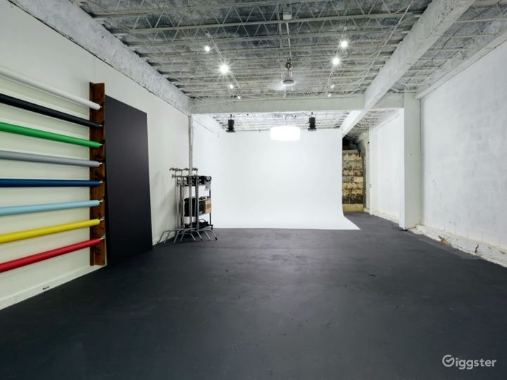 Natural Lit Studio with Cyclorama Wall in Orlando Photo 2