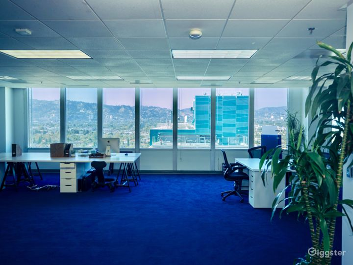 "Fully equipped, modern ""office space"" w/ LA Views Photo 4"