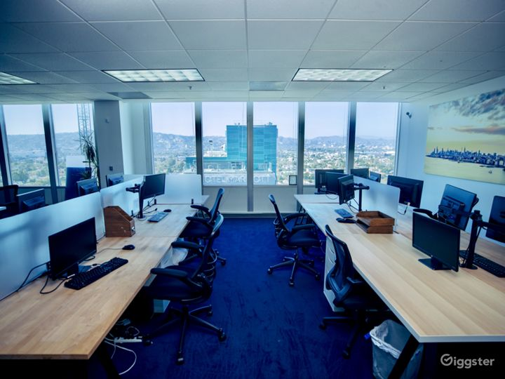 "Fully equipped, modern ""office space"" w/ LA Views Photo 2"
