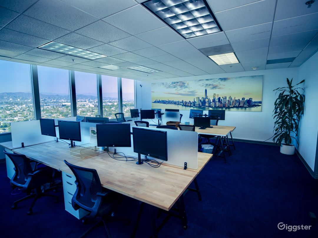 "Fully equipped, modern ""office space"" w/ LA Views Photo 1"