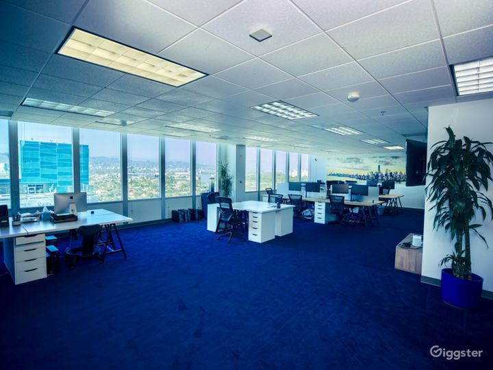 "Fully equipped, modern ""office space"" w/ LA Views Photo 3"
