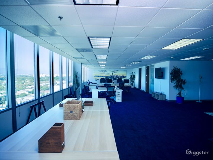 "Fully equipped, modern ""office space"" w/ LA Views Photo 5"