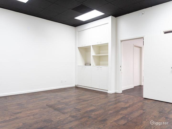 Private room, extra room, tattoo room, meeting room.