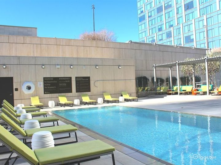 Relaxing Outdoor Pool Photo 4