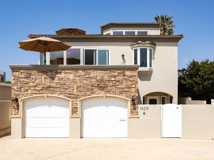 Large beach house with unobstructed ocean views.  Photo 5