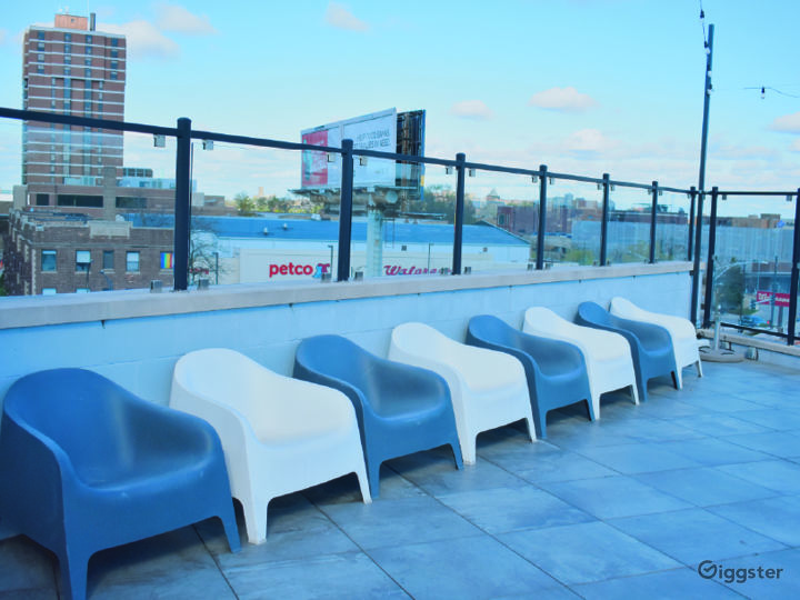 Rooftop Deck with Beautiful Skyline View Photo 3