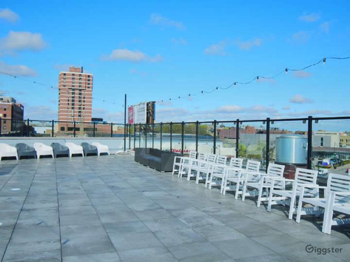Rooftop Deck with Beautiful Skyline View