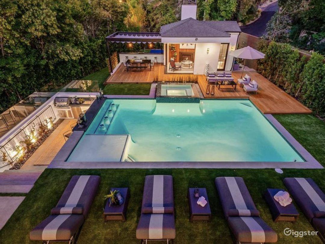 Luxury Modern Farmhouse Photo 1