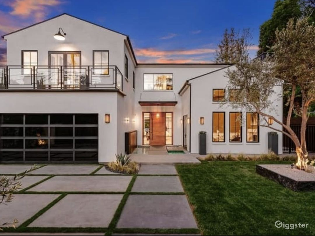 Luxury Modern Farmhouse Photo 2