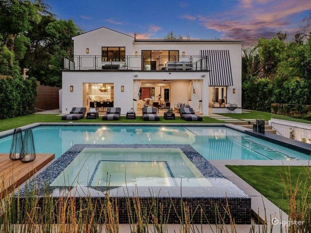 Luxury Modern Farmhouse Photo 4