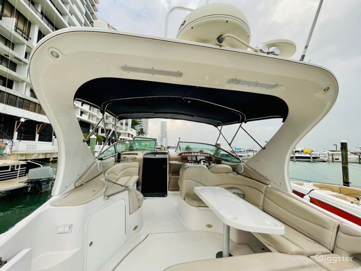 Exquisite 40FT Larson Sea Isle Party Yacht Space Events  Photo 5