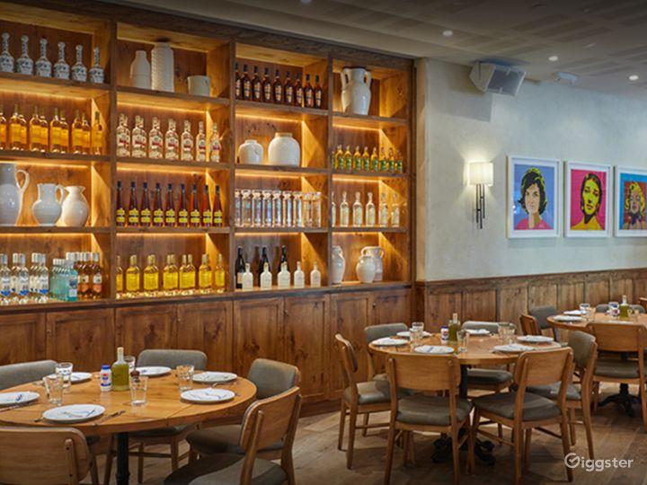 Chic Restaurant in Astoria Boulevard Photo 2