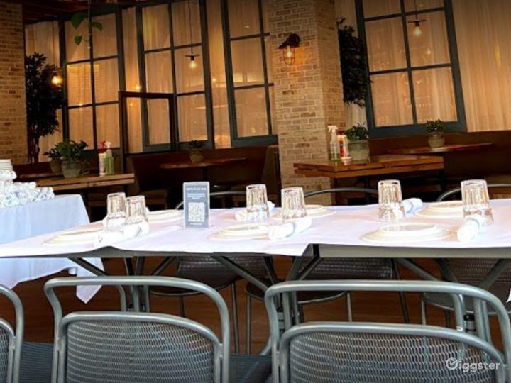 Chic Restaurant in Astoria Boulevard Photo 4