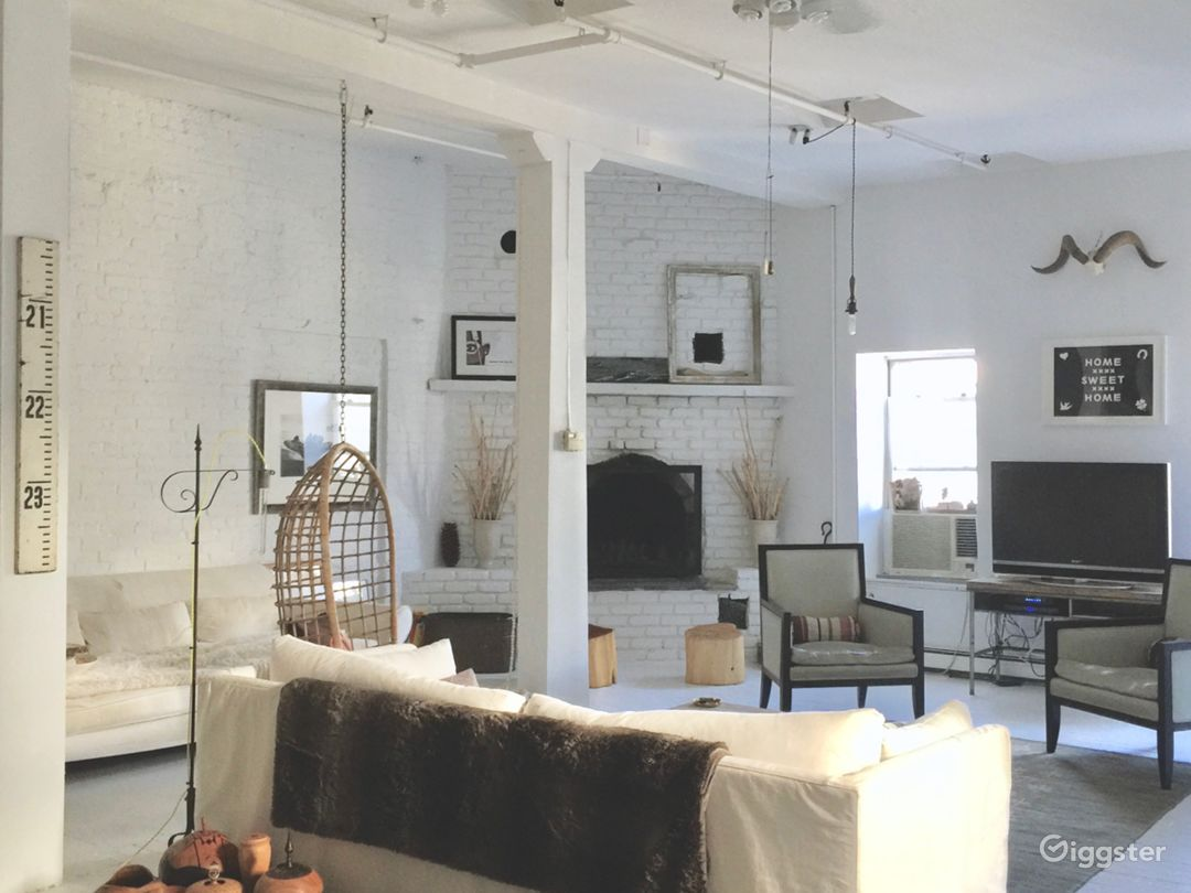 Exquisite white-washed spacious sun-drenched loft  Photo 3