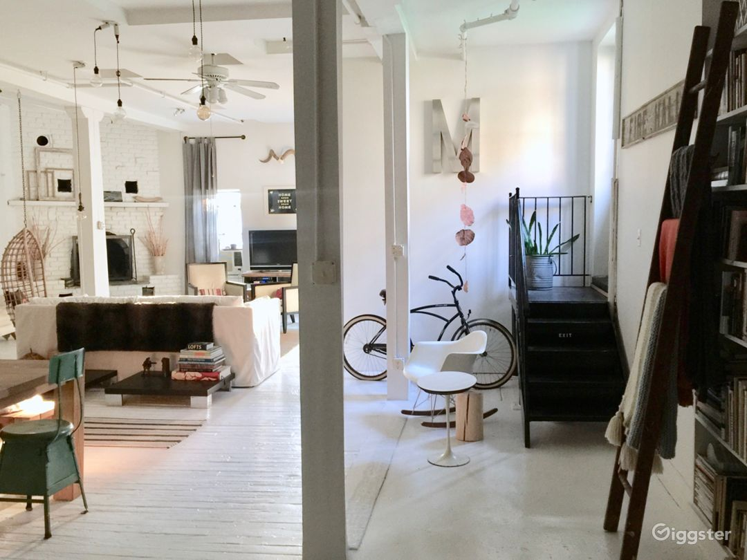 Exquisite white-washed spacious sun-drenched loft  Photo 2