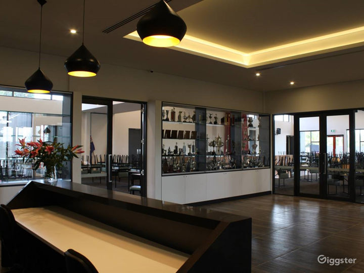 Bistro Room with Portuguese Touch in Ravenhall  Photo 3