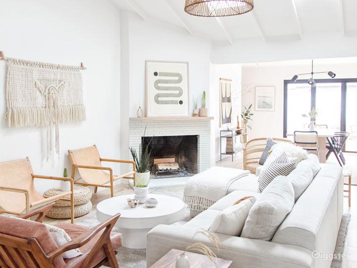 Modern, relaxed living room