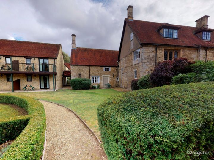 Gorgeous Walled Garden in Oxford Photo 4