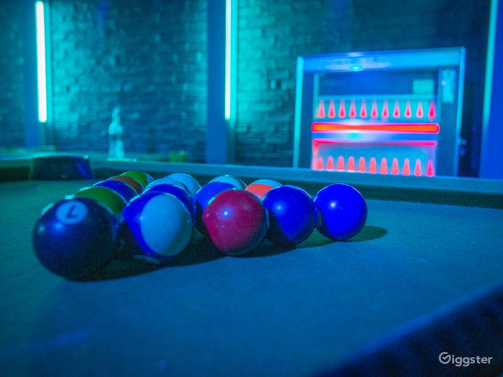 Dive Bar Standing Set | CreatorLA Photo 4