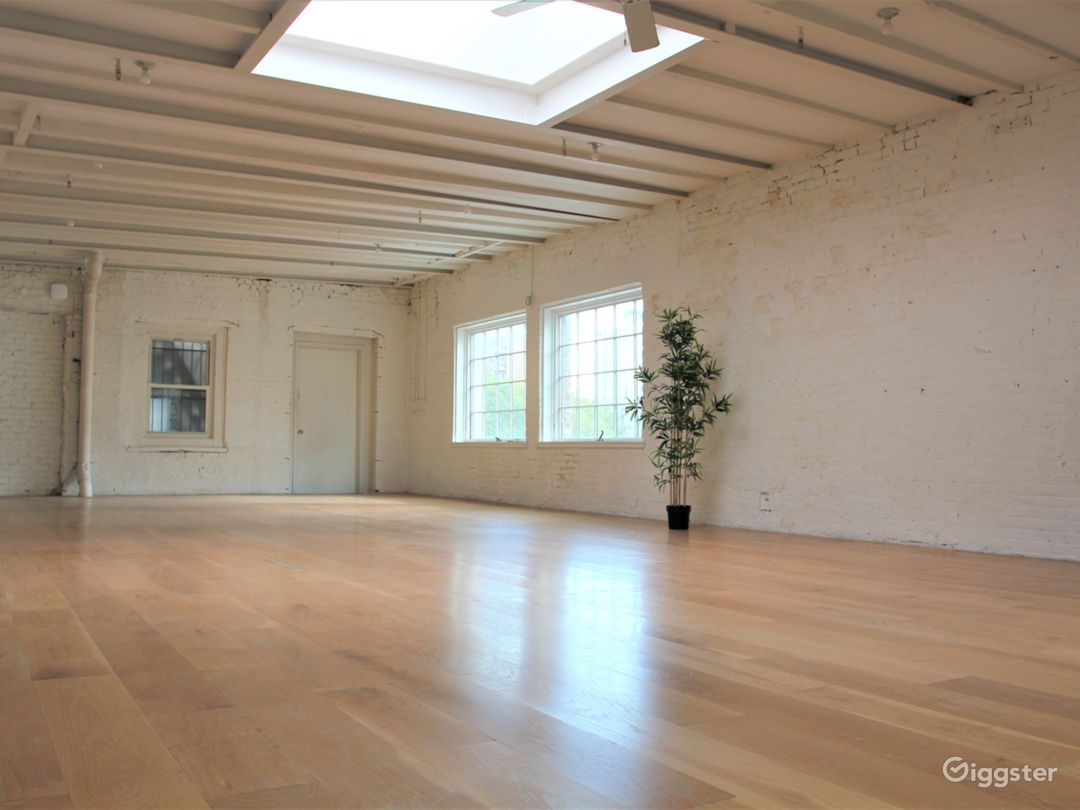 Charming White Brick Studio with Skylight in LES Photo 4