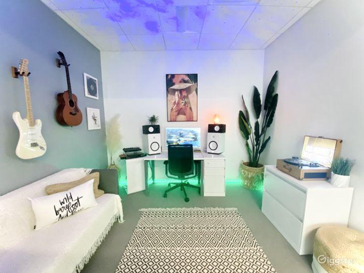 Jungle Photo Studio Office | Creative Space Photo 4