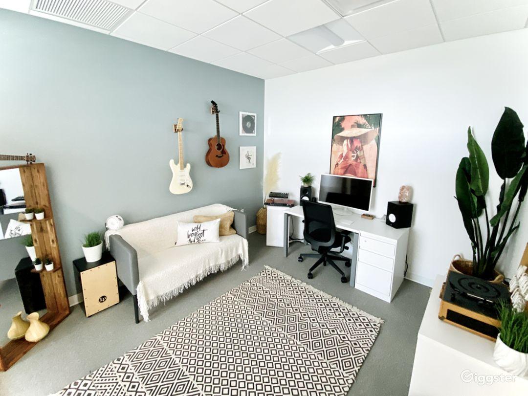 Jungle Photo Studio Office | Creative Space Photo 1