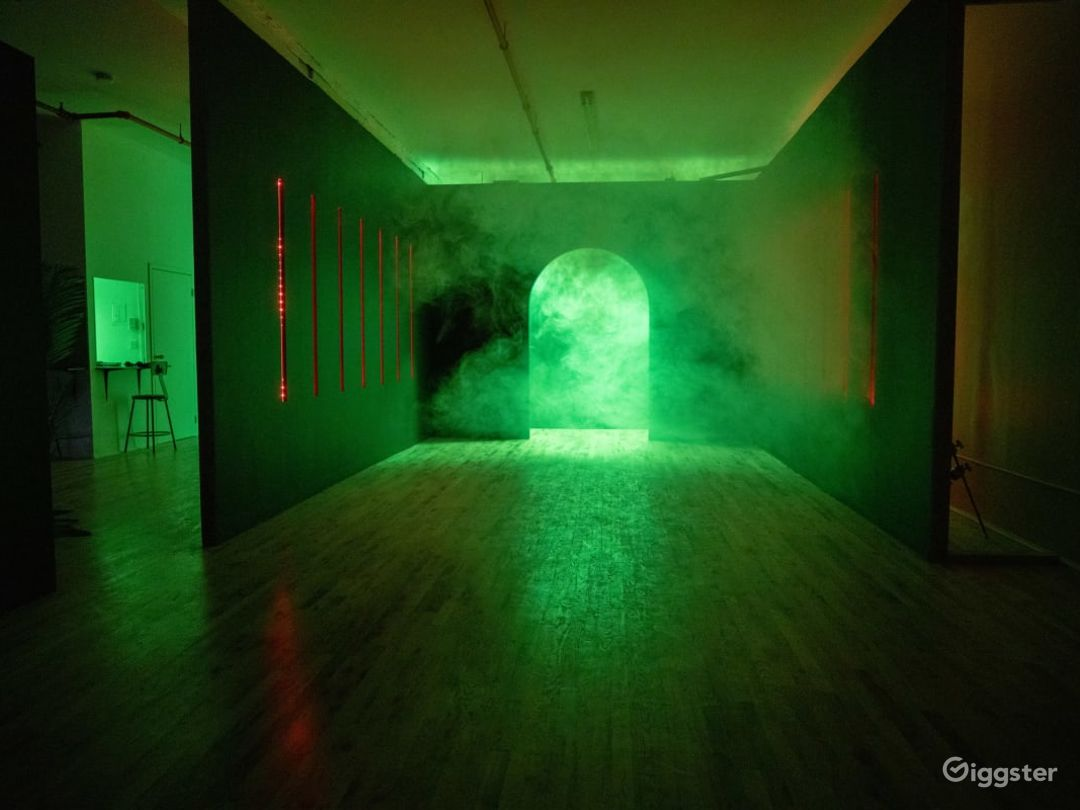 RGB Led tunnel, Standing Cube, Art Vanity Photo /  Photo 1
