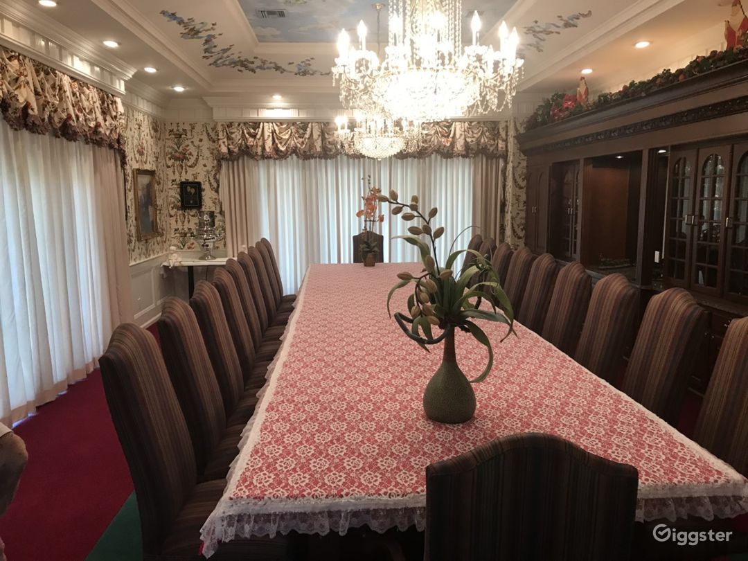 Luxurious dining room seats 20