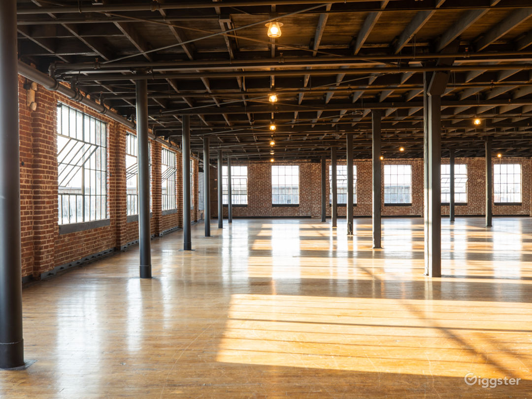 New York style warehouse with soaring city views! Photo 5