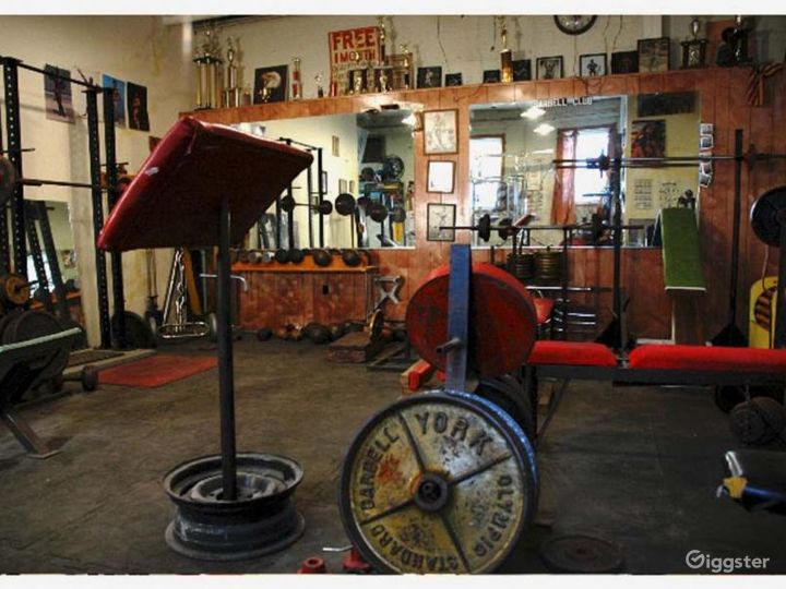 Vintage gym and workout equipment: Location 4238 Photo 5