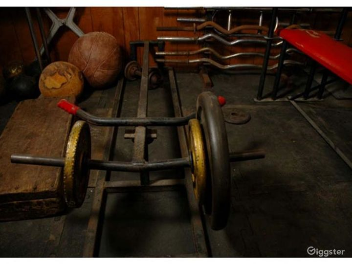 Vintage gym and workout equipment: Location 4238 Photo 2