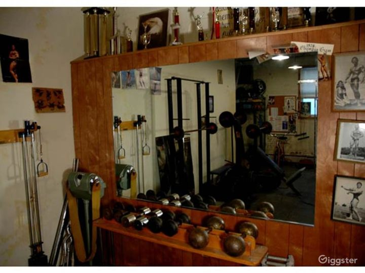 Vintage gym and workout equipment: Location 4238 Photo 4